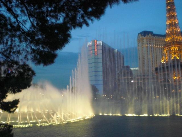 More pretty fountain dancing