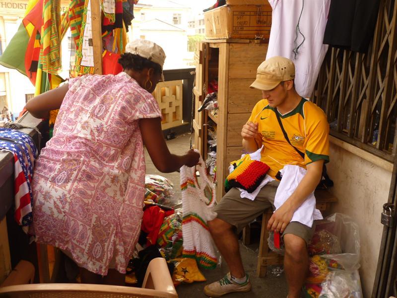 Accra - Henry beim Feilschen