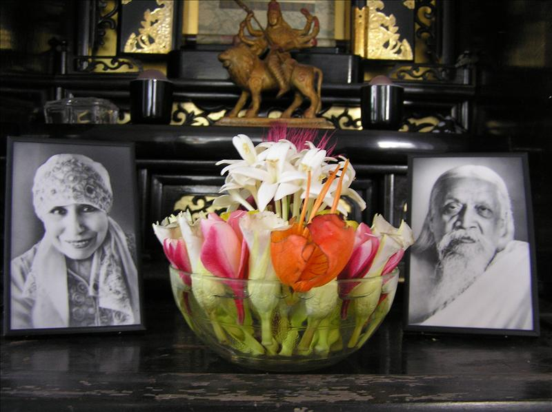 Flower offering to the Mother and Sri Aurobindo
