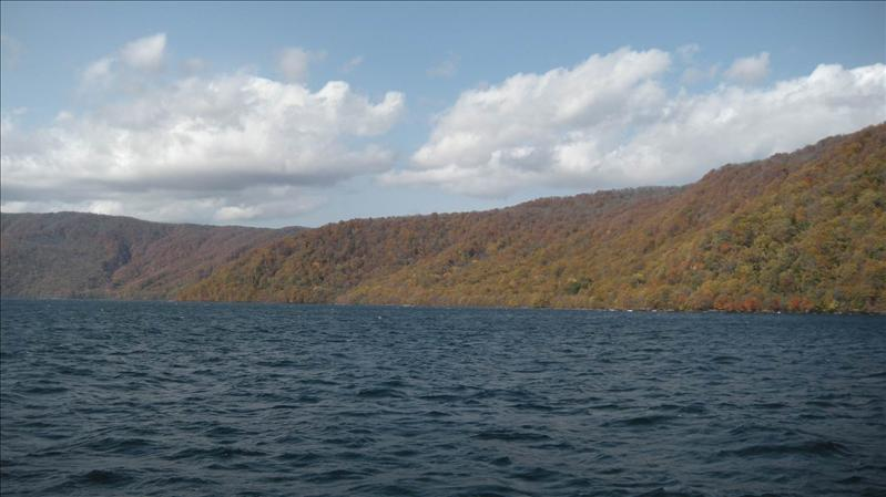 十和田湖遊覽船上賞湖景