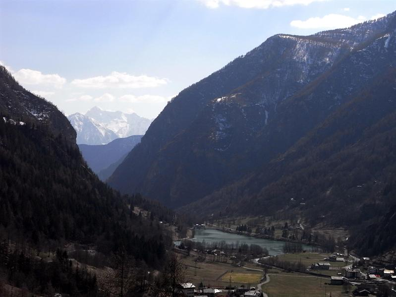 The Valley and the Lac de Mayen