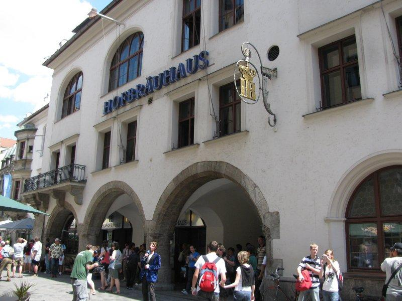 ".. the best known of which is the ""Hofbrauhaus"" ..."