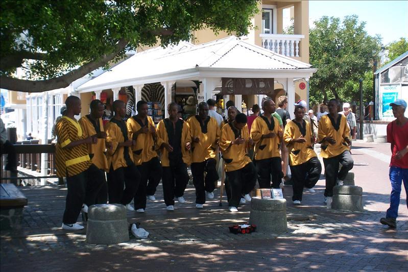 Street singers and dancers / Chanteurs-Danceurs de rue