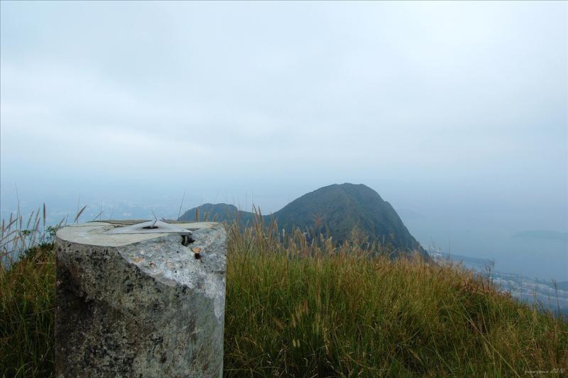 馬頭峰頂標高柱與馬尾(牛押山 - 677m)