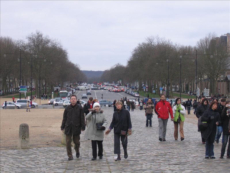 凡尔赛宫所对街道