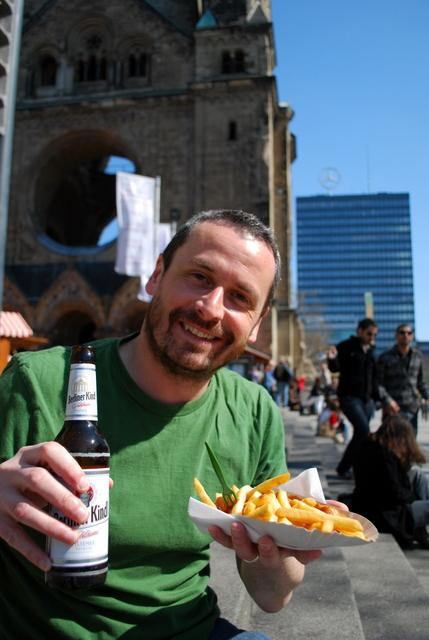 An enjoyable meal of currywurst, chips and beer