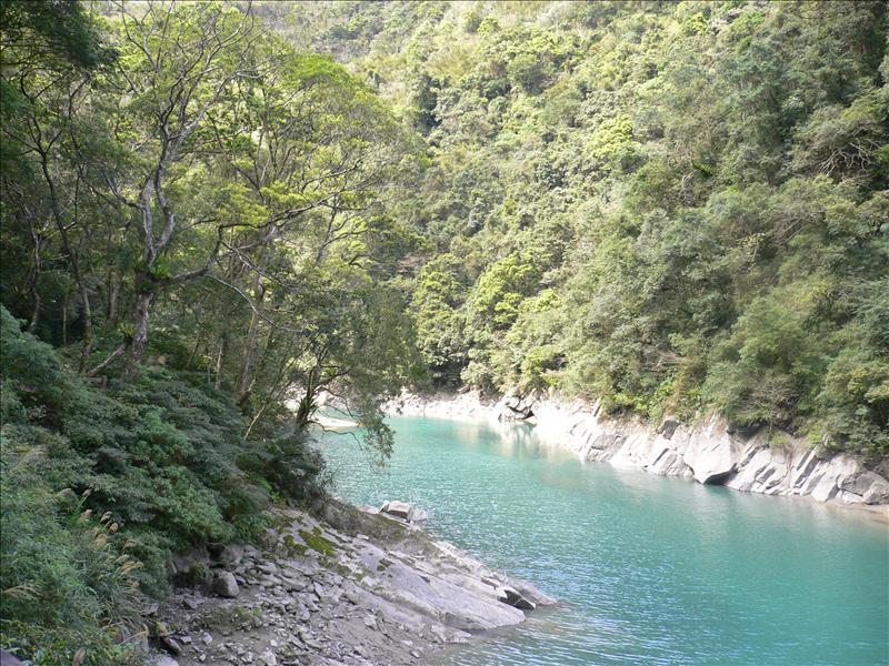 這次溪水比較清澈  但水位降很多