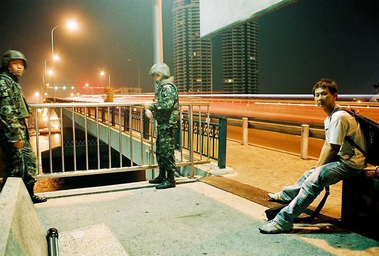 me and soldier at Pinklao bridge