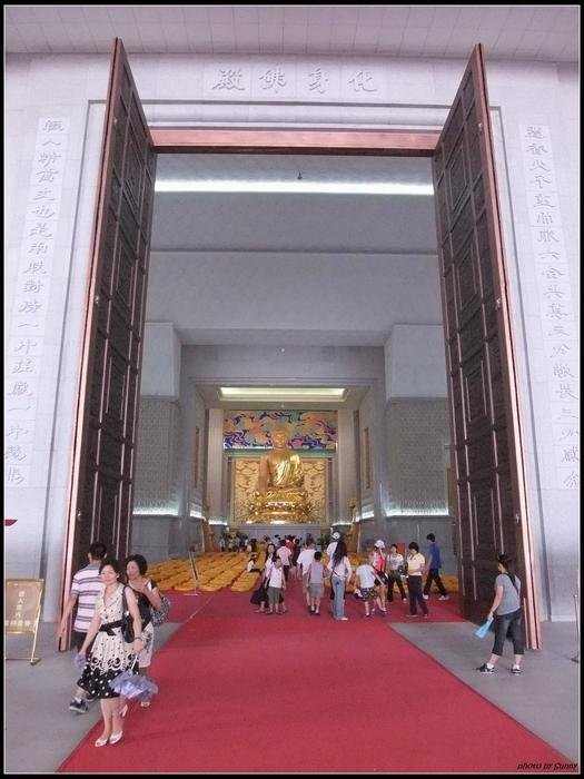 與台灣中台禪寺設計師同一個人