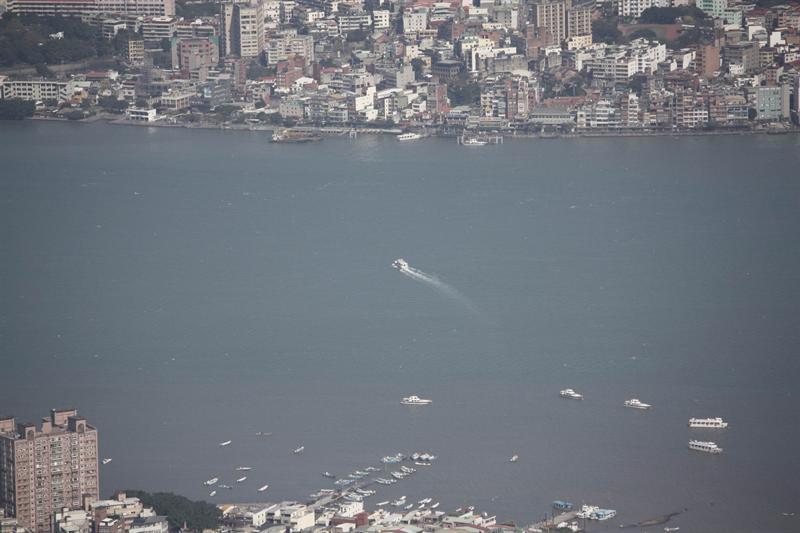 由硬漢嶺眺望淡水與八里間的渡船
