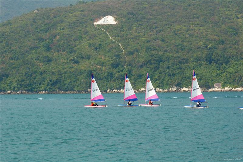 偶有幾艘風帆在黃石內海中飄揚