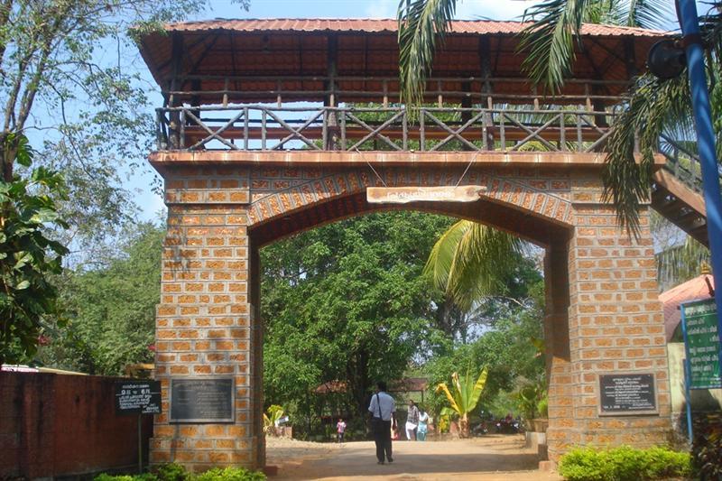 Ezhuattumugham Pragrathi Gramam picnic spot