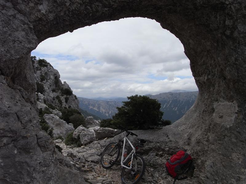 Suttaterra natural arch