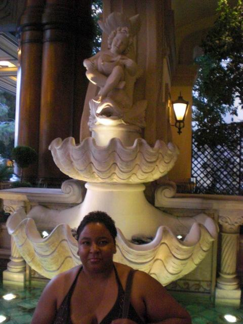 Nikki @ Bellagio entrance fountain