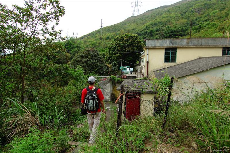 途經藏於山邊的盤王古廟
