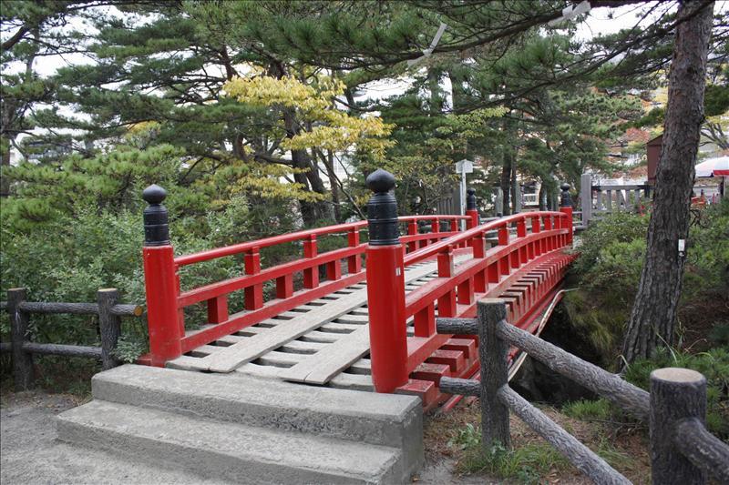 通往五大堂的氣質小橋