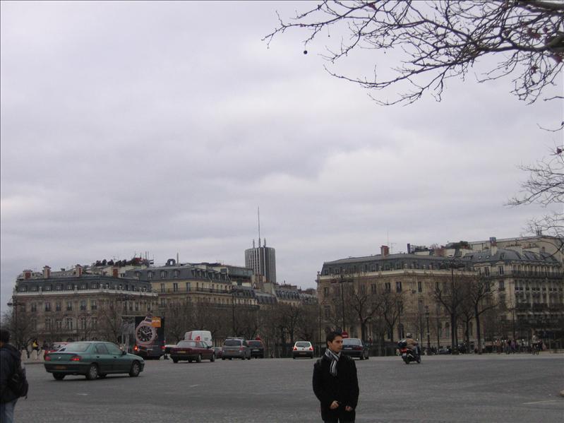 凯旋门附近街景