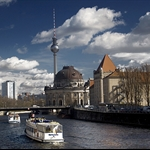 Spree with Fernsehturm and ferry.jpg