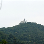 上望九龍坑山上的電台發射塔 Cloudy Hill