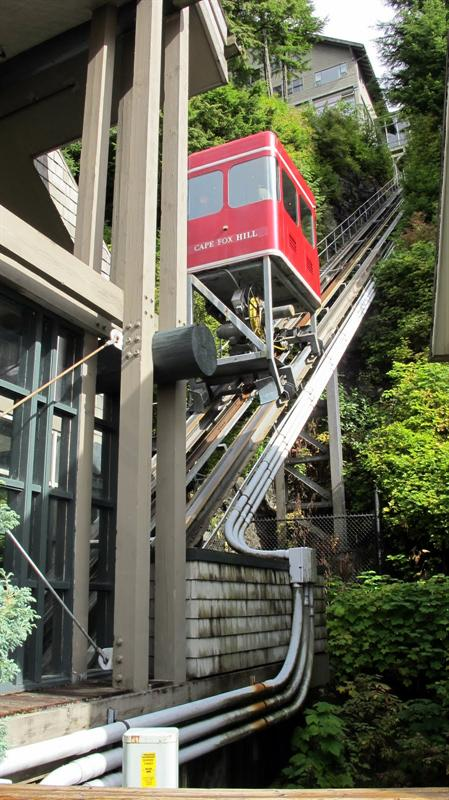 Funicular tram to lodge