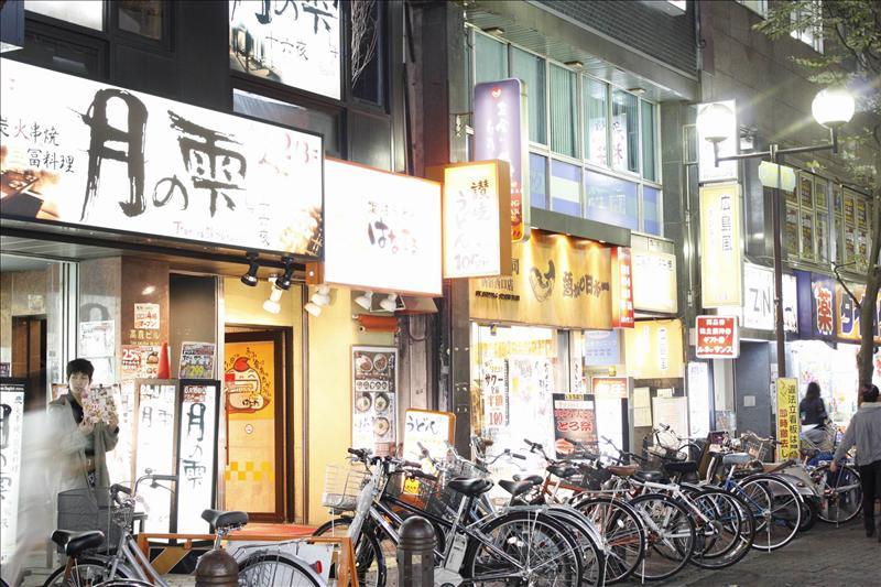 東京夜景  新宿西口  這裡有一家便宜又很好吃的讚岐烏龍麵