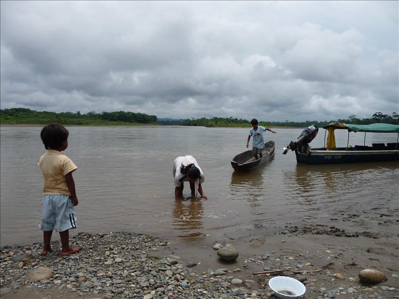 panning for gold on Rio Napo