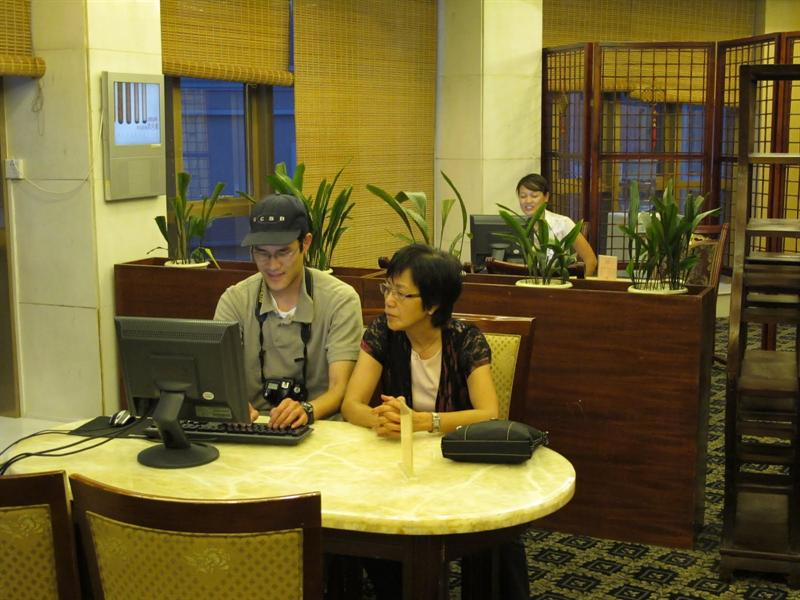 "Disembarked from the cruising ship to ""Guo Bin Garden"" Hotel in Yichang ( 宜昌國賓花園大酒店). --free internet---"