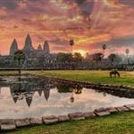 wschod slonca nad Angkor Wat/zd z internetu
