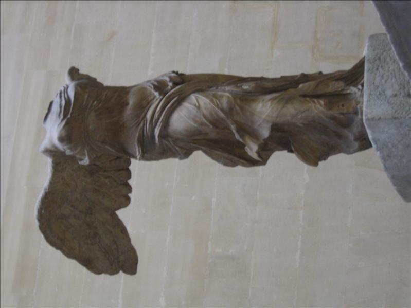 卢浮宫 - 无头的胜利女神