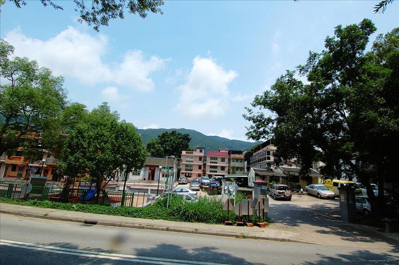 經過鍾屋村 Chung Uk Tsuen