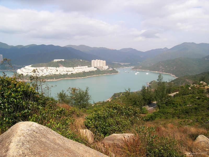 View of Tai Tam Harbour and the Redhill Peninsula 從山徑遠眺大潭的紅山半島