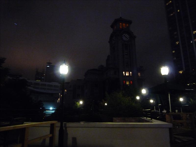 上海美術館旁的星巴克
