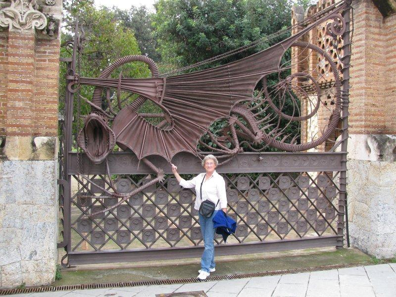 ... and Gaudi's dragon guards the gate.
