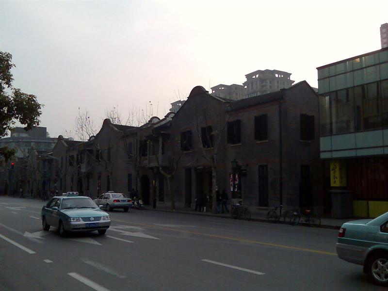 一大会址附近似乎刻意保留了些旧时的建筑群