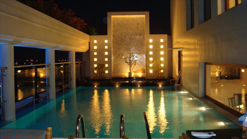 pool view-rain tree hotel