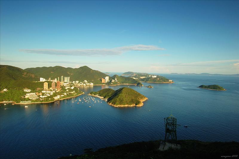 南朗山山頂東望深水灣、熨波洲、孖崗山、舂坎角及蒲台島一帶