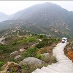DSCN5343 從菱角山頂回望小山丘,可見蜿蜒山徑.jpg