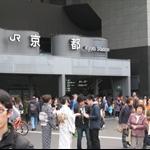 012_京都車站_一下車站就看到穿著和服的阿妹仔.jpg