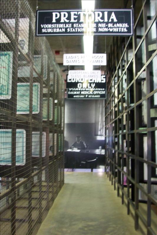 The Apartheid Museum entrance / entrée de l'Apartheid Museum