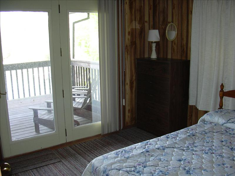 inside the cabin of Jane Seymour's hideaway at Lake of the Ozarks, Missouri