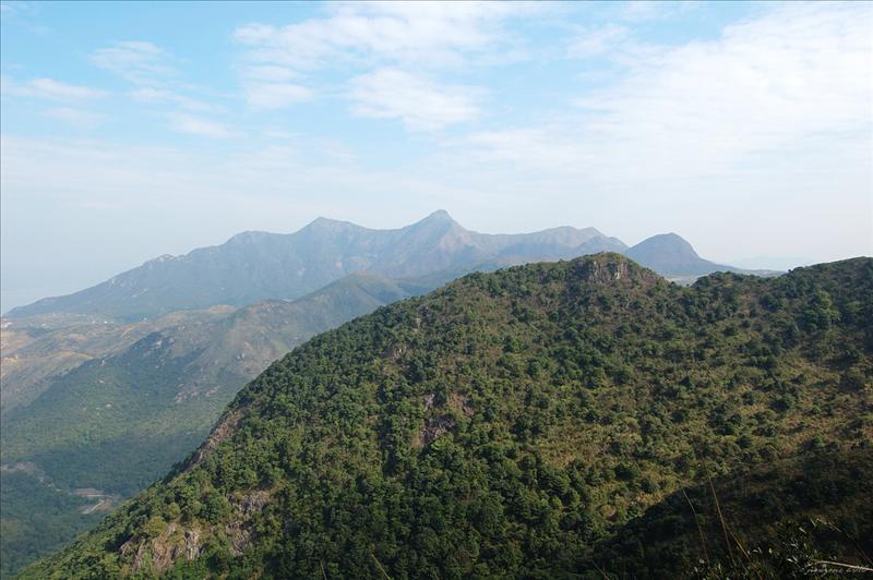 對面的石芽北脊及馬鞍山