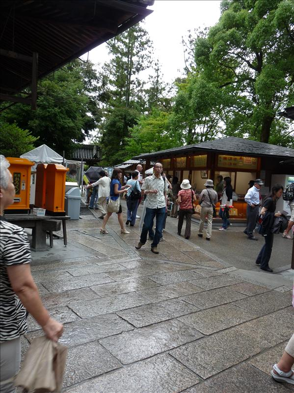 market around kinkakuji