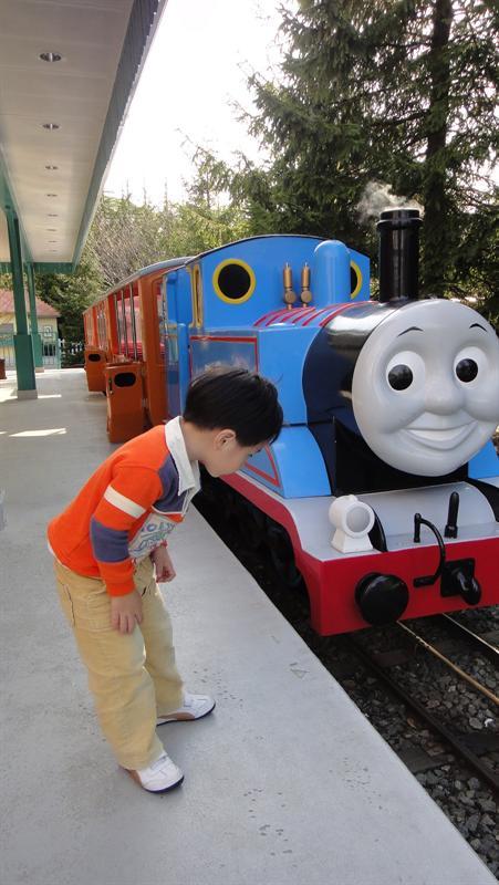 不斷研究火車軌道