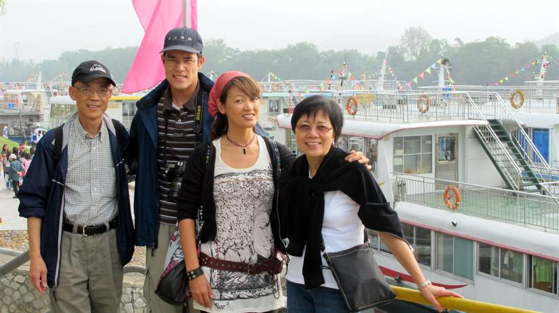 """""""Li River"""" or """"Lijiang River"""" ((漓 江 ) cruising - from Guilin ( 桂 林 ) to Yangshuo ( 陽 朔 ) traveling along the picturesque riverbanks."""