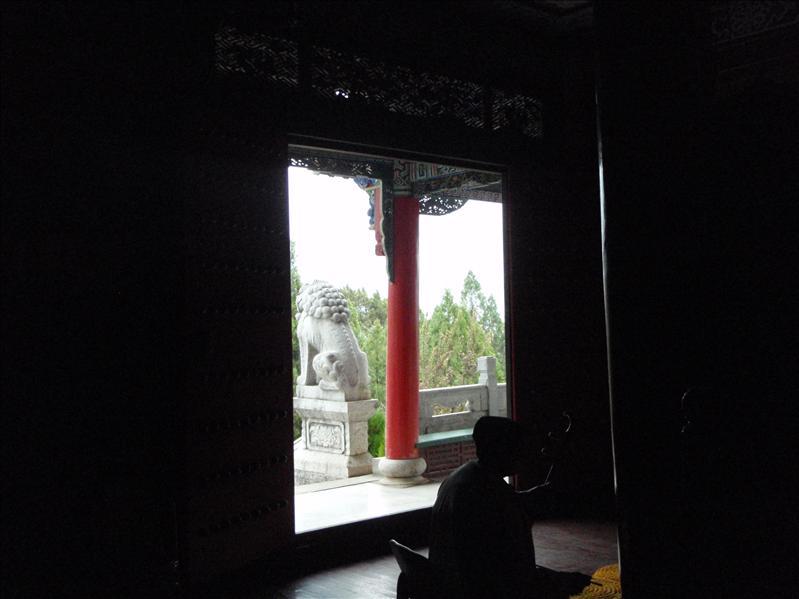 musician in Temple, Lijiang
