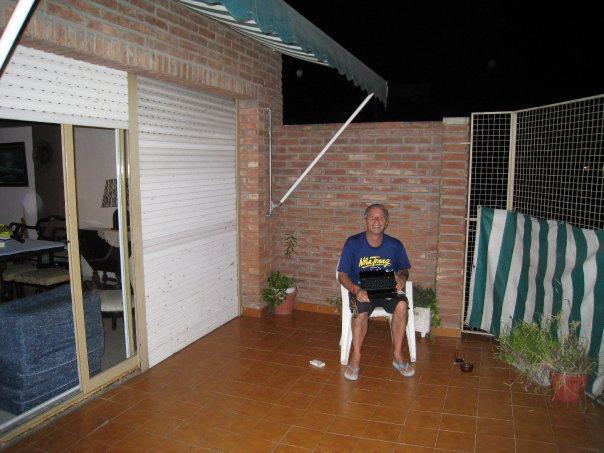 Paulo på altanen ved Julias Lejlighed