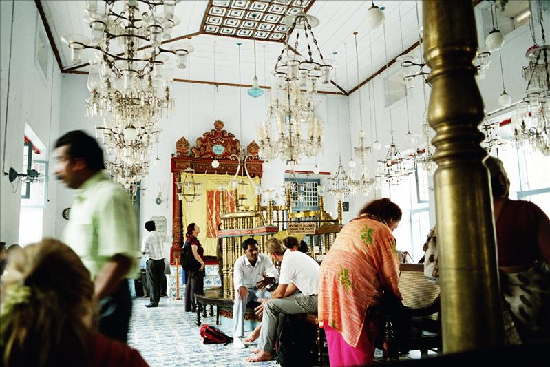 The Jewish Synagogue also known as 'The Paradesi Synagogue' is the oldest synagogue in the Commonwealth of Nations. It was built in 1568 by the Cochin Jewish Community.The synagogue is located in the quarter of Old Cochin known as Jew Town.
