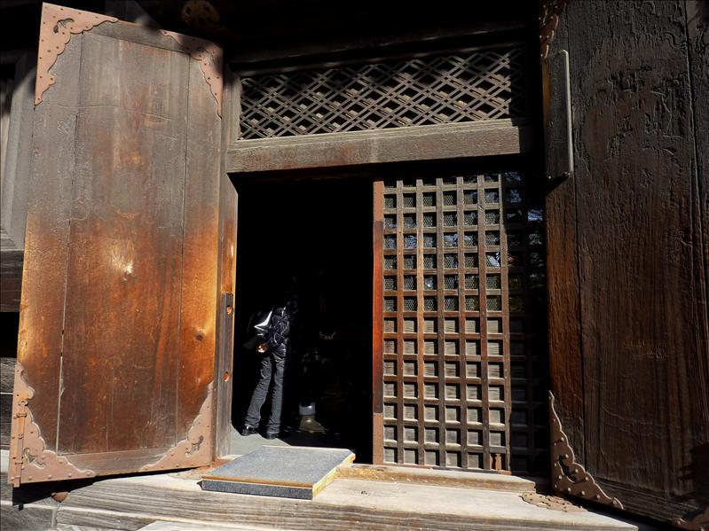 五重塔格子門