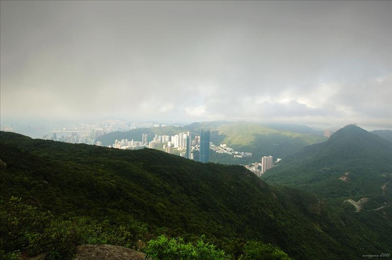 聶高信山及較遠的渣甸山開始出現