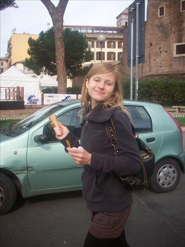 Jessie and her gelato.